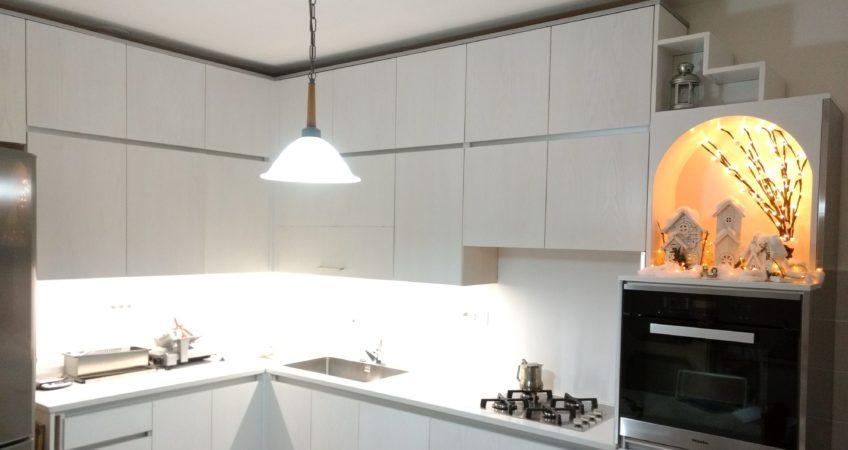 Cucina moderna in frassino bianco poro aperto – Mastro Pompei